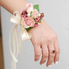 How to make wrist corsage diy 34 - Beauty of Wedding Wrist Flowers, Prom Flowers, Diy Wedding Flowers, Bridal Flowers, Wedding Bouquets, Diy Flowers, Wedding Ideas, Wrist Corsage Wedding, Prom Corsage And Boutonniere