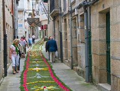 IMMERSE YOURSELF IN THE FOOD, WINE AND CULTURE OF LOCAL LIFE IN GALICIA, SPAIN.