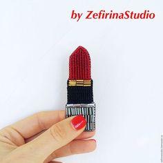 Red lipstick  - оригинальный подарок, особенно стилистам и косметологам. Makeup от Студии Зефириной. Брошь ручной работы.