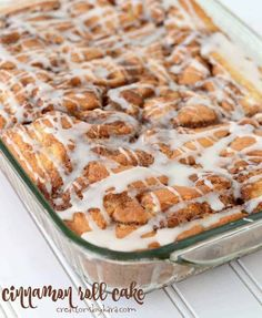 Ribbons of melted cinnamon sugar make this Cinnamon Roll Cake irresistible! The flavor of cinnamon rolls without all the work. Cake Roll Recipes, Cupcake Recipes, Dessert Recipes, Cupcake Cakes, Chef Recipes, Family Recipes, Easy Recipes, Recipies, Cupcakes