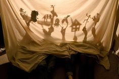 Play Shadow Puppets Perfect for rainy days when video games aren't an option, how about good old fashioned shadow puppets? Hang a sheet, grab a flashlight and you're all set! Shadow Theatre, Toy Theatre, Shadow Art, Shadow Play, Diy For Kids, Crafts For Kids, Little Theatre, Puppet Show, Shadow Puppets