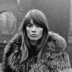 The Story Of Françoise Hardy – FRAME Neil Young, 60s Bangs, Louis Aragon, Françoise Hardy, Black And White People, Long Bob Haircuts, French Girl Style, Retro Waves, Retro Hairstyles