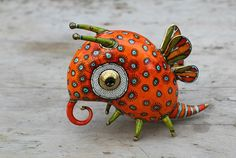 Anya Stasenko and Slava Leontyev is a duo of Ukrainian artists creating tiny whimsical porcelain creatures. Each sculpture is painted with a wildly imaginative and creative array of Toy Art, Ceramic Animals, Ceramic Art, Animal Sculptures, Sculpture Art, Art Jouet, Clay Monsters, Paperclay, Mexican Folk Art