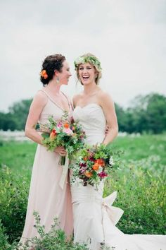 Bride Rena Reisdorf (right) with sister and maid of honor Rachel Residorf, at Rena's July 5 wedding. Photo: Angela Voell / Angela Voell / Green Paint Photography / ONLINE_YES