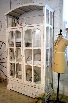 Gabinete de casa Shabby Chic Cottage pintado por paintedcottages