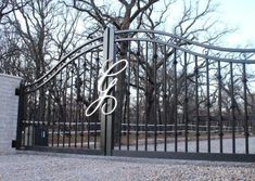 This driveway gate is made of aluminum to be lighter weight (easier on automation equipment) and avoid rust issues in the future. It is a modern, classy new version of the traditional black iron gate. Modern Ranch, Modern Farmhouse Style, Modern Rustic, Texas Ranch, Driveway Gate, Iron Art, Ranch Style, Landscaping Ideas, Metal Art