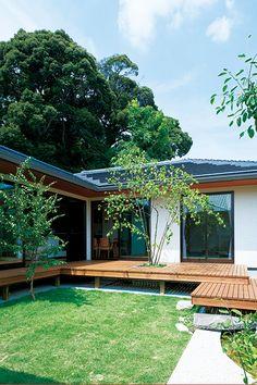 シンボルツリーを植えた芝生の中庭 Landscape Concept, Japanese House, New Home Designs, Home Interior Design, Building A House, House Plans, New Homes, Deck, Backyard