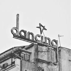Tanzen – Breaking Celeb News, Entertainment News, and Celebrity Gossip Street Style Rock, Street Style Summer, Street Styles, Happy Dance, Just Dance, Photoshop Design, Show Must Go On, Wallace Stevens, Home Dance