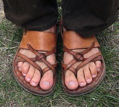 Handmade by Davy Rippner. Lord/Lady of the Rings sandals