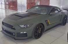 Matte green mustang >>> not a Ford fan, but this Mustang is sexy! Mustang Vert, Mustang Shelby, Ford Mustang 2016, 2015 Ford Mustang, Mustang Cobra, Automobile, Sweet Cars, Car Painting, Amazing Cars