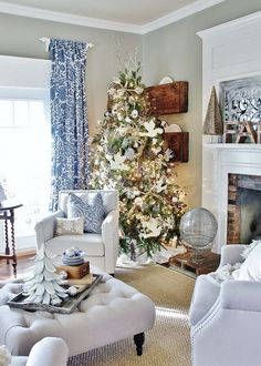 Thistlewood Farm: Christmas Home Tour 2014 This house is so gorgeous! Farmhouse chic, has a traditional, cottage-y elegance.