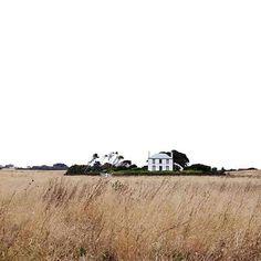 Casa bianca lontana