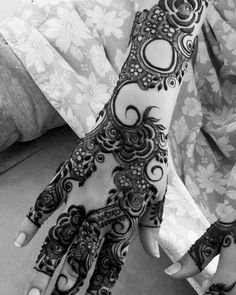 Mahanadi for me Arabic Bridal Mehndi Designs, Khafif Mehndi Design, Mehndi Designs Feet, Mehndi Designs Book, Mehndi Design Pictures, Mehndi Designs For Girls, Dulhan Mehndi Designs, Traditional Henna Designs, Modern Henna Designs