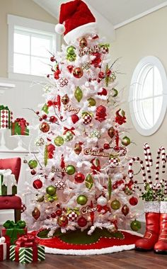 The Most Creative Christmas Tree Ideas For Your Holiday - For . The Most Creative Christmas Tree Ideas for Your Holiday - For christmas tree decorations - Christmas Decorations White Christmas Tree Decorations, Creative Christmas Trees, White Christmas Trees, Christmas Tree Design, Beautiful Christmas Trees, Christmas Themes, Christmas Fun, Christmas Wreaths, Decorated Christmas Trees