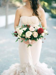 Wedding Bouquets Inspiration : Rose and chrysanthemum wedding bouquet Red Wedding, Chic Wedding, Wedding Trends, Wedding Bells, Chrysanthemum Wedding Bouquet, Anemone Bouquet, Bouquet Photography, Wedding Bouquets, Wedding Flowers