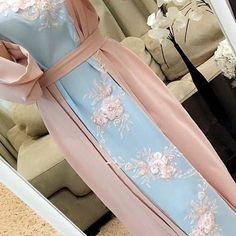 Abaya Fashion, Muslim Fashion, Modest Fashion, Fashion Dresses, Mode Abaya, Mode Hijab, Kebaya Hijab, Arabic Dress, Eid Dresses
