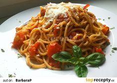 Spaghetti pomodoro s česnekem, čerstvou bazalkou a parmazánem recept - TopRecepty.cz