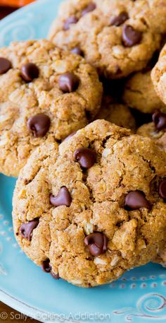 Only 7 simple ingredients needed to make these soft & chewy flourless peanut butter oatmeal cookies. Dark chocolate chips, peanut butter, cinnamon, and not much else in this gluten free cookie recipe.