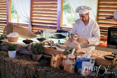 Весь день для гостей работал шеф-кондитер, вместе с которым можно было замесить тесто и приготовить крендель! #wedding #rusticwedding #dlyadvoih #bakery