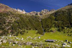 Valle de la Ribagorza, Pirineos de Huesca, Aragón, España Palawan, Aragon, Spain Travel, Trail, Spanish, Mountains, Beautiful, Monkeys, Cant Wait