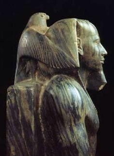 King Khafre, ca. Old Kingdom Egypt The Old Kingdom art, 4700 years old and just spectacular. Ancient Egypt Art, Ancient Aliens, Ancient Artifacts, Ancient History, Art History, Statue Art, Ancient Civilizations, Egyptians, Kairo