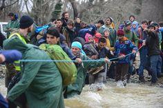 Idomeni: Mazedonisches Militär stoppt Flüchtlinge nach Grenzübertritt - SPIEGEL ONLINE - Politik