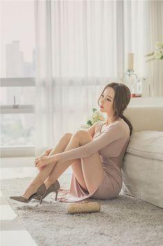 Beauty collection Oriental Fashion, Asian Fashion, Korean Model, Up Girl, Sexy Asian Girls, Beautiful Legs, Ulzzang Girl, Poses, Sexy Legs