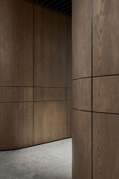Timber cladding @ PDG Melbourne Head Office by Studio Tate Timber Walls, Timber Panelling, Wood Cladding, Curved Walls, Wall Cladding Interior, Wood Paneling Walls, Wall Panelling, Lobby Design, Wood Interiors
