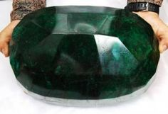 The world's largest emerald will be sold to the highest bidder at a Kelowna, B., auction house later this month.The massive, oval gem is a rough-cut opaque emerald, weighs kilogram. Minerals And Gemstones, Rocks And Minerals, Rare Gemstones, Under The Hammer, Emerald Gemstone, Emerald Rings, Rocks And Gems, Stones And Crystals, Gem Stones