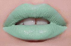 sexygifoftheday lip gloss gif