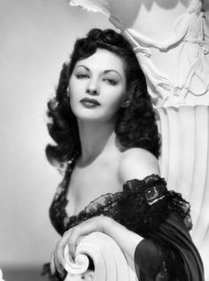 Yvonne De Carlo in beautiful black negligee 1940s