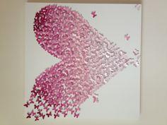 Honderden vlindertjes van ca 5 cm komen al vliegend bij elkaar om een hart te vormen.  Volledig met de hand gemaakt, dus altijd uniek. Eén voor één vastgezet op een canvasdoek van verschillende formaten.  Verkrijgbaar in vele verschillende kleuren; van roze of blauw tinten voor baby/kinderkamers, kleurrijke of juist zwart / grijs tinten voor overige kamers en zachte kleuren voor een huwelijks cadeau.