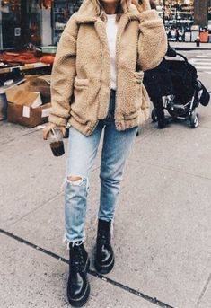 sherpa jacket, distressed boyfriend jeans, black leather boots - casual fall out. - Winter Outfits : sherpa jacket, distressed boyfriend jeans, black leather boots - casual fall out. Winter Outfits For Teen Girls, Casual Fall Outfits, Fall Winter Outfits, Winter Fashion, Winter Clothes, Plad Outfits, Winter Ootd, Winter Grunge, Spring Outfits