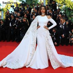 Sonam Kapoor wears Ralph Russo at the Cannes-Film Festival 2016 Nice Dresses, Casual Dresses, Fashion Dresses, Ball Dresses, Actresses With Black Hair, Lace Prom Gown, Prom Gowns, Ralph & Russo, Best Designer Dresses