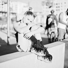 Lexee Smith: nothin like the city that never sleeps.... emoji #inNY PHOTOGRAPHY: @deanastacia SHORTS: @zaraterez SHOES: @y.r.u MUA: @alondraexcene_mua