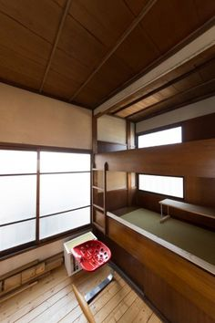 作り付けの2段ベッドのある部屋は、鉄工所の職人の住み込みの部屋だったそう。