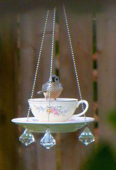 DIY bird feeders using upcycled tea cups. Directions for making cute & easy bird feeders for bird watching and nature lovers. Garden Crafts, Garden Projects, Diy Projects, Garden Ideas, Teacup Crafts, Glass Garden, Garden Totems, Herb Garden, Yard Art