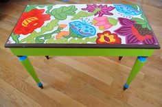 colorfull piano bench great for the student http://adjustablepianobench.net
