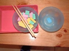 Transferring using Chopsticks Transferring using Chopsticks Description Transfer sponge pieces between bowls. Montessori Practical Life, Montessori Homeschool, Montessori Classroom, Montessori Activities, Motor Activities, Preschool Activities, Preschool Fine Motor Skills, Preschool Education, Tot School