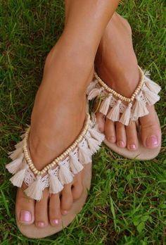 56ef09ef7d6 Οι 17 καλύτερες εικόνες του πίνακα Σανδαλια | Boho sandals, Flat ...