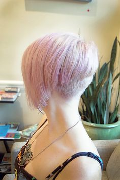 super short and super feminine with this fantastic spring hue