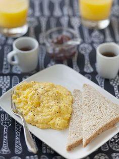 Brouillade à la coquille (oeufs brouillés crémeux) - Recette de cuisine Marmiton : une recette