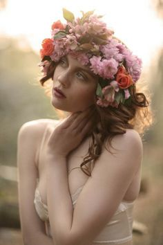 with flowers in her hair Hair style Diy Flower Crown, Flower Crowns, Flower Fairies, Flower On Head, Flower Veil, Heart Flower, Flower Headbands, Flower Garlands, Flower Girls