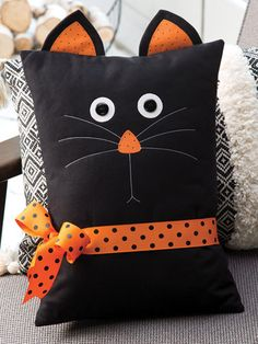 Black Cat Pillow Pattern This pillow makes a quick and easy decoration for the season, and it's fun too. This pattern was originally published in the autumn 2018 issue of Quilter's World magazine. Finised size is x excluding ears. Halloween Pillows, Halloween Crafts, Halloween Decorations, Halloween Sewing Projects, Halloween Quilts, Halloween Quilt Patterns, Cat Quilt Patterns, Sewing Hacks, Sewing Crafts