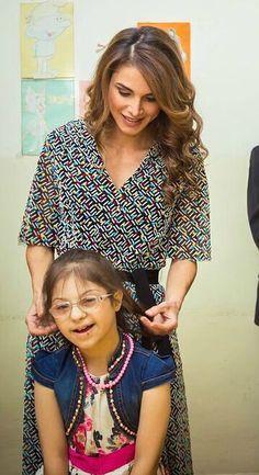 ♔♛Queen Rania of Jordan♔♛. King Abdullah, Queen Rania, Her Majesty The Queen, Royalty, Fashion, Jordan Spieth, Dress, Royals, Moda