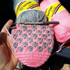 Gülümseten Marifetler booties starting shapes - Her Crochet Knitting Socks, Baby Knitting, Crochet Baby, Knitted Hats, Knit Crochet, Crochet Slipper Pattern, Crochet Slippers, Filet Crochet, Crochet Stitches