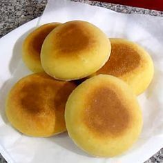 Pan delicioso. Sin horno, hecho en sartén. ¡Muy fácil! Mexican Food Recipes, Sweet Recipes, Bread Recipes, Cooking Recipes, Cuban Dishes, Salty Foods, Pan Dulce, Pan Bread, Pastry And Bakery