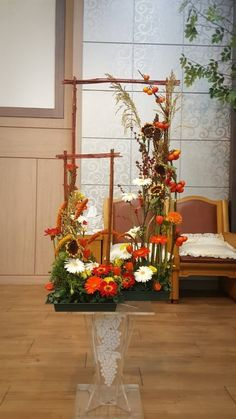 Altar Decorations, Flower Decorations, Flower Arrangement, Floral Arrangements, Art Floral, Floral Design, Church Flowers, Mixed Media Art, Garden Landscaping
