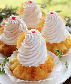 Savarine - Desert De Casa - Mara Popa Sweets Recipes, Coffee Recipes, Cooking Recipes, Pie Dessert, Eat Dessert First, Savarin, Romanian Food, Chocolate Chip Muffins, Pastry Cake