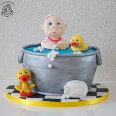 Baby doll in a bath with rubber ducks birthday cake / Baby Born in een badje met bad eendjes verjaardagstaart.